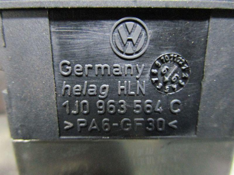 Schalter Sitzheizung Rechts VorneVW BORA KOMBI (1J6) 1.9 TDI